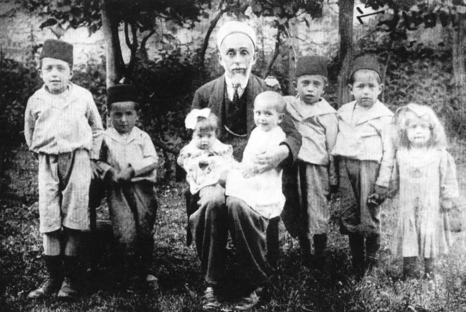 Muhamed Šefket Kurt sa sedmoro djece