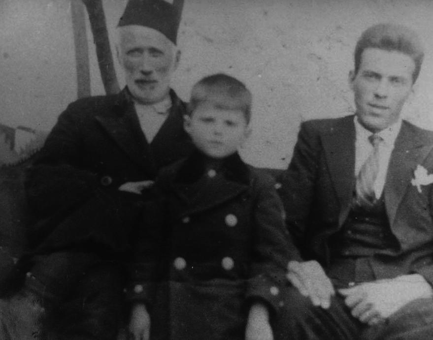 Husen Kurt sa sinom Muhamedom i unukom Reufom, 1930. godine u Mostaru