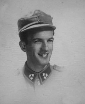 7. april 1938. Arifovo najmlađe dijete, sin Muhamed (1913-2008) u uniformi vojnika Kraljevine Jugoslavije.
